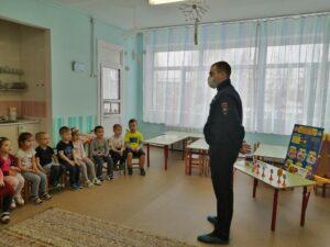 С инспектором ДПС. Беседа о ПДД