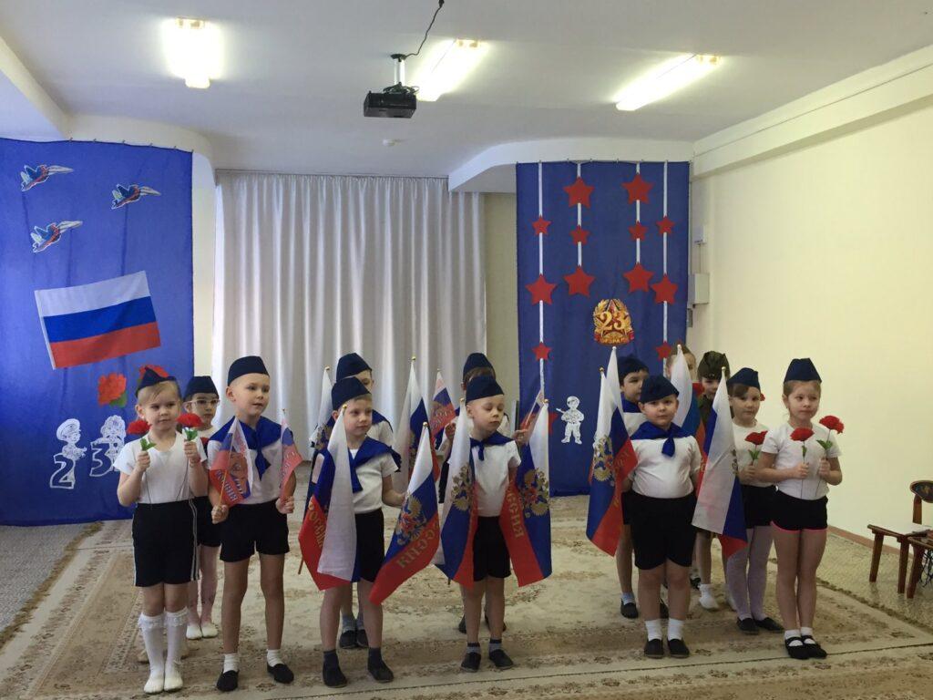 Торжественный танец с флагами и цветами
