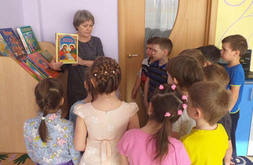 Воспитатель Дуболазова Л.Ф. с детьми старше-подготовительной группы