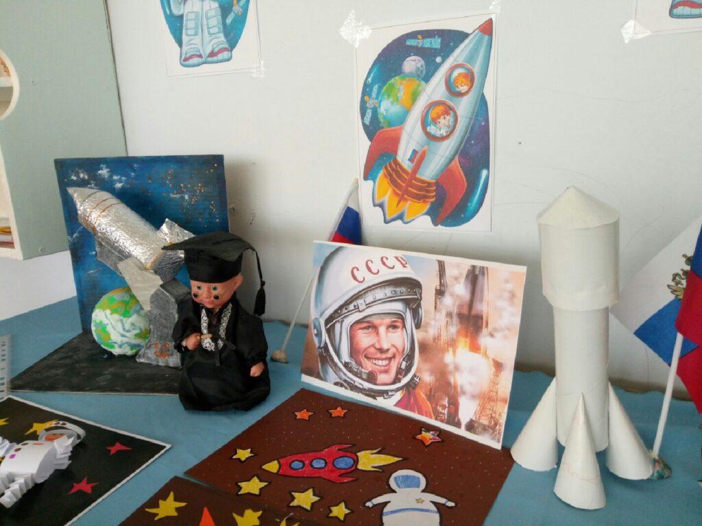 Выставка творческих работ на космическую тематику