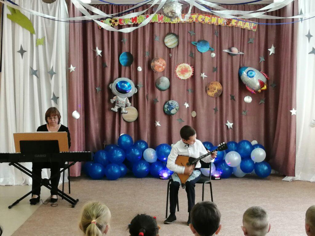 Гигола Дмитрий - игра на балалайке